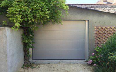 Découvrez un avant/après d'une installation d'une porte sectionelle gris métallisé